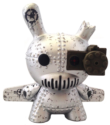 Big_a-10_tank_destroyer_silver-drilone-dunny-kidrobot-trampt-156863o